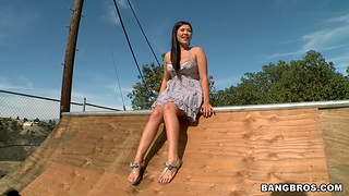 Desirable EX girlfriend London Keyes drops in excess of her knees to give head